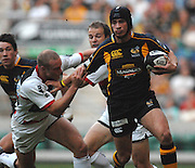 Twickenham, GREAT BRITAIN, Wasps Danny CIPRIANI holds of Dan SCARSBROUGH challenge during the London Double Header, London Wasps vs Saracens match at Twickenham Stadium. England, Sat 15.09.2007  [Mandatory Credit, Peter Spurrier/Intersport-images].....