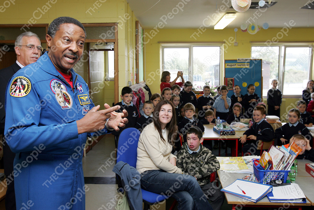 Nasa Astronaut Capt. Winston Scott, talks about life in space,during his visit to Barefield National School, Ennis, Co. Clare to launch the NASA-FAS Science Challenge.Pic Arthur Ellis/Press 22.