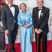 NLD/Amsterdam/20160907 - Inloop Gala van het Nationale Ballet 2016, Erland Galjaard en zijn ouders, vader Hans Galjaard en moeder Henriette van Boven