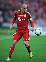 FUSSBALL      DFB POKAL FINALE       SAISON 2011/2012 Borussia Dortmund - FC Bayern Muenchen   12.05.2012 Arjen Robben (FC Bayern Muenchen) Einzelaktion am Ball
