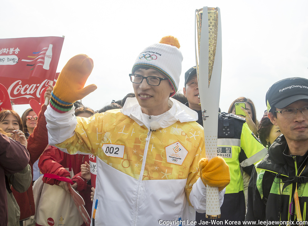 Yoo Jae-Suk, Nov 1, 2017 : South Korean TV host and comedian Yoo Jae-suk who is a torch bearer attends the Olympic Torch Relay on the Incheon Bridge in Incheon, west of Seoul, South Korea. The Olympic flame arrived in Incheon, South Korea on Wednesday and it is going to be passed across the country during a 100-day tour until the opening ceremony of the 2018 PyeongChang Winter Olympics which will be held for 17 days from February 9 - 25, 2018. Photo by Lee Jae-Won (SOUTH KOREA) www.leejaewonpix.com
