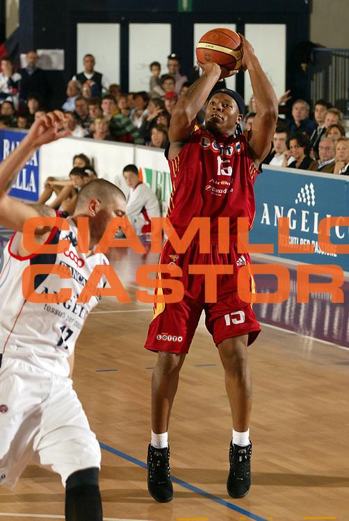 DESCRIZIONE : Biella Lega A1 2007-08 Angelico Biella Lottomatica Virtus Roma <br /> GIOCATORE : David Hawkins<br /> SQUADRA : Lottomatica Virtus Roma<br /> EVENTO : Campionato Lega A1 2007-2008 <br /> GARA : Angelico Biella Lottomatica Virtus Roma  <br /> DATA : 14/10/2007 <br /> CATEGORIA : Tiro<br /> SPORT : Pallacanestro <br /> AUTORE : Agenzia Ciamillo-Castoria/E.Pozzo<br /> Galleria : Lega Basket A1 2007-2008 <br /> Fotonotizia : Biella Campionato Italiano Lega A1 2007-2008 Angelico Biella Lottomatica Virtus Roma<br /> Predefinita :