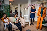 DORDRECHT - Koningin Maxima tijdens een werkbezoek aan het Babyhuis in Dordrecht. Stichting Babyhuis biedt opvang, zorg en begeleiding aan (aanstaande) moeders om hen te ondersteunen bij het moederschap en te zorgen voor veilige moeder-kind hechting. ANP POOL ROYAL IMAGES ROBIN UTRECHT