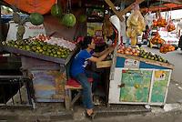 Fruit seller. Marchand de fruits. Jakarta, Indonesia.