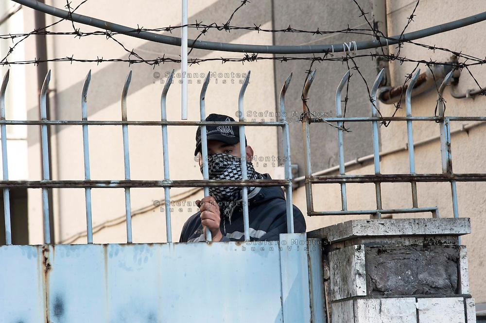 Roma 25 Marzo 2011.Sgombrata ex caserma in dismissione in via dei Papareschi a Roma occupata ieri dai Movimenti per il diritto all'abitare