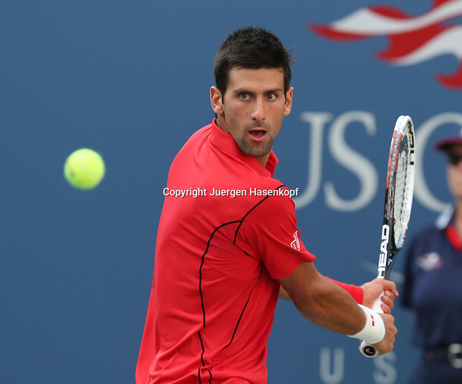 US Open 2013, USTA Billie Jean King National Tennis Center, Flushing Meadows, New York,<br /> ITF Grand Slam Tennis Tournament .<br /> Novak Djokovic (SRB),Aktion,Einzelbild,Halbkoerper,Querformat