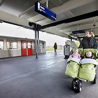 Nederland, Amsterdam , 21 april 2010.Eindstation van metrolijn 50 in Gein bij Maria Snelplantsoen..In de planning ligt dat lijn 50 vnaf eindstation de hele nacht blijft rijden..Foto:Jean-Pierre Jans