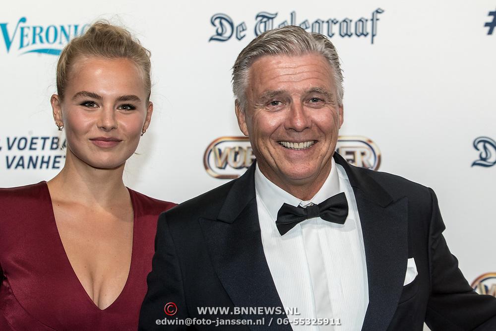 NLD/Hilversum/20190902 - Voetballer van het jaar gala 2019, AnneKee Molenaar met haar vader Keje Molenaar