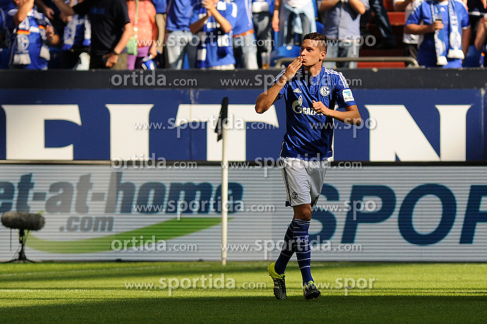22.08.2015, Veltins Arena, Gelsenkirchen, GER, 1. FBL, Schalke 04 vs SV Darmstadt 98, 2. Runde, im Bild Julian Draxler ( Schalke 04 ) nach seinem Tor mit Kusshand fuer die Fans in der Nordkurve. // during the German Bundesliga 2nd round match between Schalke 04 and SV Darmstadt 98 at the Veltins Arena in Gelsenkirchen, Germany on 2015/08/22. EXPA Pictures &copy; 2015, PhotoCredit: EXPA/ Eibner-Pressefoto/ Thienel<br /> <br /> *****ATTENTION - OUT of GER*****