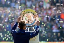 14-05-2017 NED: Kampioenswedstrijd Feyenoord - Heracles Almelo, Rotterdam<br /> In een uitverkochte Kuip pakt Feyenoord met een 3-1 overwinning het landskampioenschap / De schaal, Jerzy Dudek