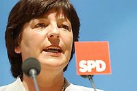 21 JUL 2003, BERLIN/GERMANY:<br /> Ulla Schmidt, SPD, Bundesgesundheitsministerin, waehrend einer Pressekonferenz, nach der Sitzung des SPD Praesidiums, Willy-Brandt-Haus<br /> IMAGE: 20030721-02-004