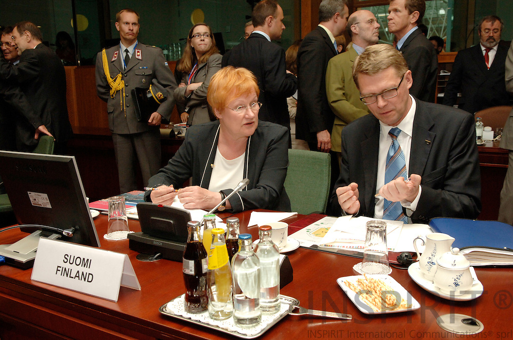 BRUSSELS - BELGIUM - 15 JUNE 2006 -- EU SUMMIT -- The Finnish President Tarja HALONEN and the Prime Minister Matti VANHANEN in the meeting room. PHOTO: HORST WAGNER /