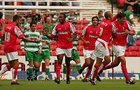 Fotball<br /> England 2005/2006<br /> Foto: SBI/Digitalsport<br /> NORWAY ONLY<br /> <br /> Swindon v Yeovil<br /> Coca Cola League 1.<br /> 27/08/2005.<br /> <br /> Swindon celebrate their equalising goal against Yeovil.