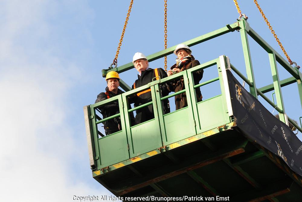 Hoogste Punt De La Mar Theater <br /> Op de foto:<br /> <br />  Joop en Janine van den Ende