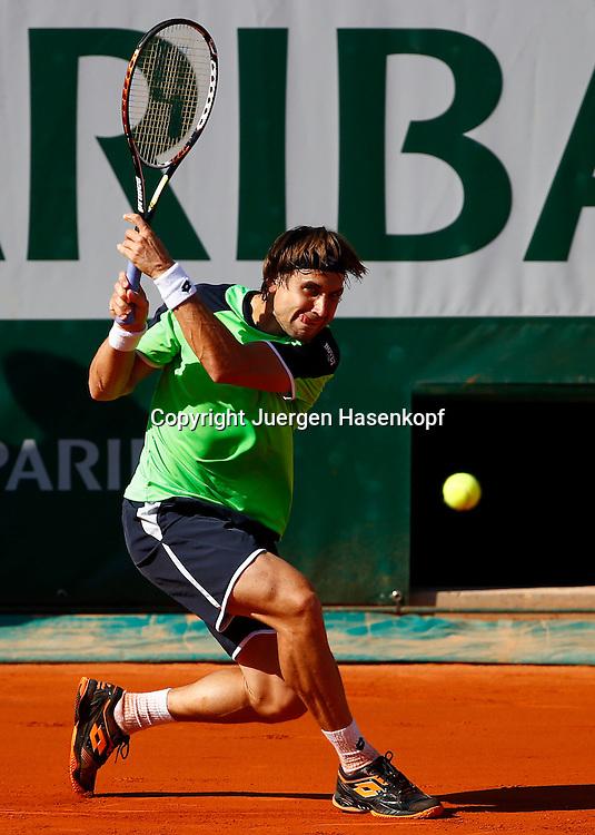 French Open 2013, Roland Garros,Paris,ITF Grand Slam Tennis Tournament,David Ferrer (ESP),<br /> Aktion,Einzelbild,Ganzkoerper,Hochformat,