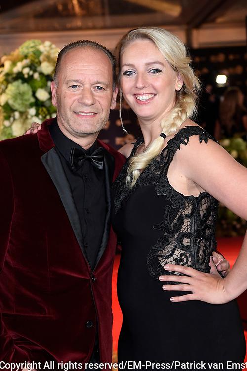 Gouden Televizier-Ring Gala 2017 in AFAS live, Amsterdam<br />  <br /> Op de Foto:  Ron Boszhard met partner Emily