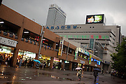 Der Express Bus Terminal und das Hotel Marriott im Zentrum der koreanischen Hauptstadt Seoul. <br /> <br /> The Express Bus Terminal and the Marriott hotel in the city center of the Korean capital Seoul.