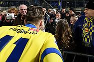 Voetbal Leeuwarden Eredivisie 2014-2015 SC Cambuur - PEC Zwolle: L-R publiekslieveling Albert Rusnák van SC Cambuur Leeuwarden gaat met fans op de foto