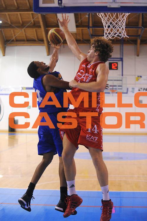 DESCRIZIONE : Borgosesia Torneo di Varallo Lega A 2011-12 EA7 Emporio Armani Milano Novipiu Casale Monferrato<br /> GIOCATORE : Garrett Temple<br /> CATEGORIA :  Tiro Penetrazione<br /> SQUADRA : Novipiu Casale Monferrato<br /> EVENTO : Campionato Lega A 2011-2012<br /> GARA : EA7 Emporio Armani Milano Novipiu Casale Monferrato<br /> DATA : 10/09/2011<br /> SPORT : Pallacanestro<br /> AUTORE : Agenzia Ciamillo-Castoria/A.Dealberto<br /> Galleria : Lega Basket A 2011-2012<br /> Fotonotizia : Borgosesia Torneo di Varallo Lega A 2011-12 EA7 Emporio Armani Milano Novipiu Casale Monferrato<br /> Predefinita :