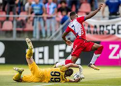 16-08-2017 NED: Europa League FC Utrecht - Zenit St. Petersburg, Utrecht<br /> Matias Kranevitter #8 of Zenit, Cyriel Dessers #11 of FC Utrecht