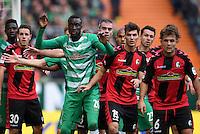 FUSSBALL     1. BUNDESLIGA     SAISON 2016/2017  SV Werder Bremen - SC Freiburg          29.10.2016 Lamine Sane (SV Werder Bremen) in enger Manndeckung