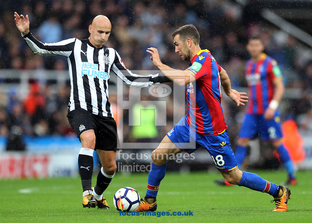 Jonjo Shelvey (l) of Newcastle United and James McArthur of Crystal Palace during the Premier League match at St. James's Park, Newcastle<br /> Picture by Simon Moore/Focus Images Ltd 07807 671782<br /> 21/10/2017
