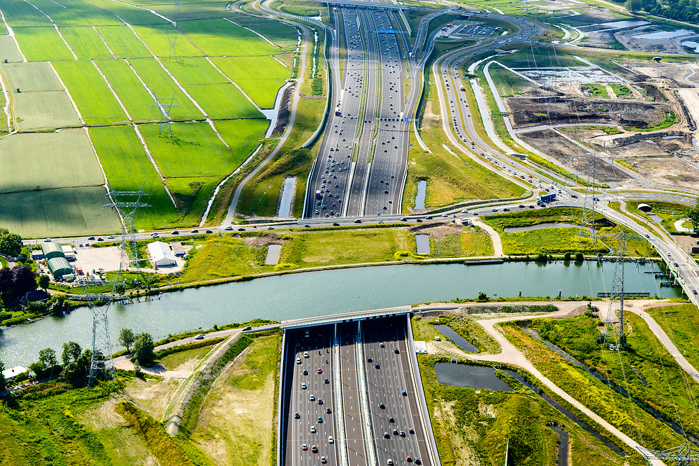 Nederland, Noord-Holland, Gemeente Gooise Meren, 13-06-2017; Muiden, A1 met Aquaduct Muiden (of Aquaduct Vechtzicht). Het aquaduct onder de Utrechtse Vecht is aangelegd in het kader van het project Schiphol-Amsterdam-Almere.<br /> Aqueduct under river Vecht, neaar Muiden, motorway A1,<br /> luchtfoto (toeslag op standaard tarieven);<br /> aerial photo (additional fee required);<br /> copyright foto/photo Siebe Swart