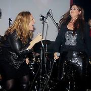 NLD/Amsterdam/20100118 - Jubileum concert Laura Vlasblom, Angela Groothuizen zingt duet met Laura Vlasblom