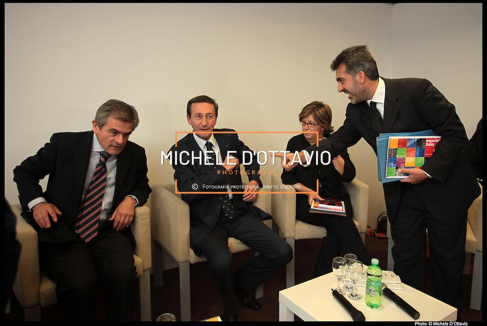 Torino, 14 maggio 2009, al termine del giro inaugurale della XXII edizione della Fiera del Libro di Torino si è tenuto l'incontro tra il Presidente della Camera dei Deputati Gianfranco Fini e il Comitato Italia 150, organizzatore dei festeggiamenti per i 150 anni dell'unità d'Italia che si terranno nel 2011 a Torino e in Piemonte.