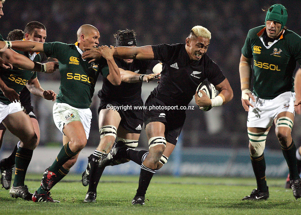 Jerry Collins on the charge for the All Blacks during the Tri Nations rugby match vs South Africa at Carisbrook, Dunedin, New Zealand on Saturday 27 August 2005.  The All Blacks defeated South Africa 31-27. Photo:Andrew Cornaga/PHOTOSPORT<br />