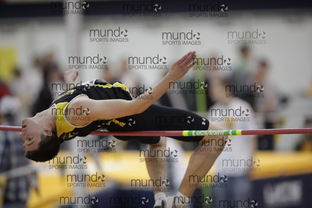 Windsor, Ontario ---13/03/09--- Ryan Wight of  the University of Waterloo competes in the high jump at the CIS track and field championships in Windsor, Ontario, March 13, 2009..GEOFF ROBINS Mundo Sport Images