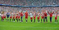 Fussball 1. Bundesliga :  Saison   2009/2010   33. Spieltag   FC Bayern Muenchen - VfL Bochum     01.05.2010 JUBEL FCB; die Mannschaft bedankt sich bei den Fans