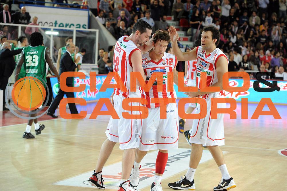 DESCRIZIONE : Teramo Lega A 2010-11 Banca Tercas Teramo Air Avellino<br /> GIOCATORE : Robert Fultz Giorgio Boscagin<br /> SQUADRA : Banca Tercas Teramo<br /> EVENTO : Campionato Lega A 2010-2011<br /> GARA : Banca Tercas Teramo Air Avellino<br /> DATA : 27/03/2011<br /> CATEGORIA :  esultanza<br /> SPORT : Pallacanestro <br /> AUTORE : Agenzia Ciamillo-Castoria/GiulioCiamillo<br /> GALLERIA: Lega Basket 2011 -2011<br /> FOTONOTIZIA: Teramo Basket Serie A 2010-11 Banca Tercas Teramo Air Avellino<br /> PREDEFINITA: