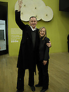 Cerith Wynn Evans and Carol.  Eija-Liisa Ahtila private view Tate. 29/4/02© Copyright Photograph by Dafydd Jones 66 Stockwell Park Rd. London SW9 0DA Tel 020 7733 0108 www.dafjones.com