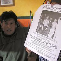 Toluca, Méx.- Dirigentes del Frente de Asociaciones y Organizaciones Sociales (FAOS), presentaron un cartel donde apoyaran la marcha del próximo 2 de octubre de la facultad de Humanidades hasta el Zócalo de esta ciudad. Agencia MVT / Arturo Rosales Chávez. (DIGITAL)<br /> <br /> NO ARCHIVAR - NO ARCHIVE