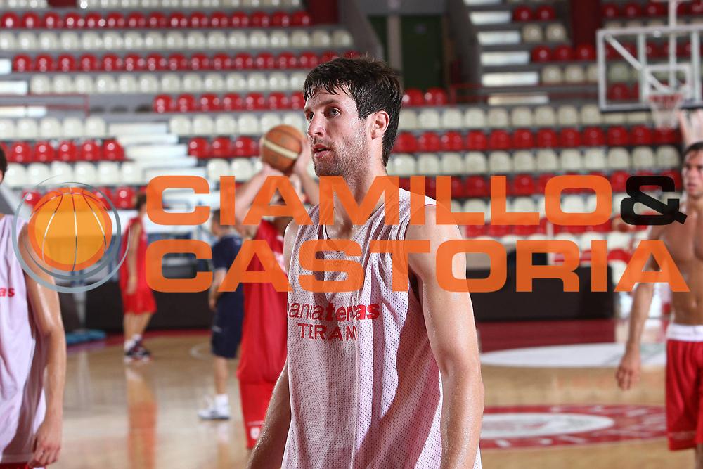 DESCRIZIONE : Teramo Lega A 2009-10 Basket Bancatercas Teramo Allenamento<br /> GIOCATORE : Drake Diener<br /> SQUADRA : Bancatercas Teramo<br /> EVENTO : Campionato Lega A 2009-2010 <br /> GARA : <br /> DATA : 02/09/2009<br /> CATEGORIA : Allenamento ritratto<br /> SPORT : Pallacanestro <br /> AUTORE : Agenzia Ciamillo-Castoria/C.De Massis