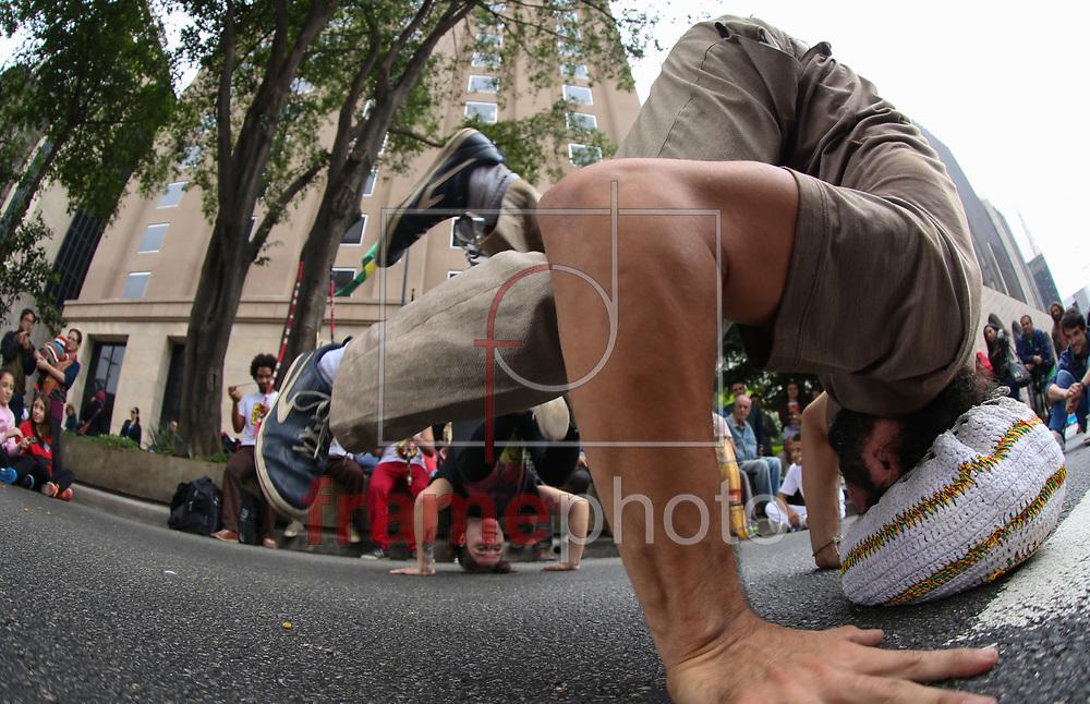 Av. Paulista teve churrasco Show de rock, Jazz tango durante o fechamento para veículos, neste domingo (25) no centro de São Paulo, mesmo após ser multada a Prefeitura decidiu manter o fechamento da via Foto Marcelo D. Sants/FramePhoto.