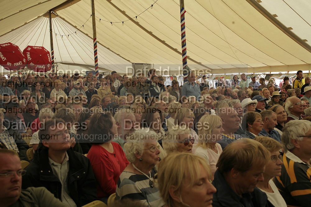 listening to Ralph McTell, The Cornish Birthday party to Celebrate John Betjeman's Centenary. Carruan Farm. Polzeath. Conrwall. In aid of the new Padstow Lifeboat Station. 28 August 2006. ONE TIME USE ONLY - DO NOT ARCHIVE  © Copyright Photograph by Dafydd Jones 66 Stockwell Park Rd. London SW9 0DA Tel 020 7733 0108 www.dafjones.com