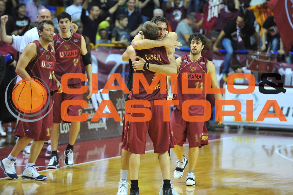 DESCRIZIONE : Venezia Lega A2 2009-10 Umana Reyer Venezia Carmatic Pistoia<br /> GIOCATORE : Alberto Causin Christian Di Giuliomaria<br /> SQUADRA : Umana Reyer Venezia Carmatic Pistoia<br /> EVENTO : Campionato Lega A2 2009-2010<br /> GARA : Umana Reyer Venezia Carmatic Pistoia<br /> DATA : 28/03/2010<br /> CATEGORIA : Esultanza<br /> SPORT : Pallacanestro <br /> AUTORE : Agenzia Ciamillo-Castoria/M.Gregolin<br /> Galleria : Lega Basket A2 2009-2010 <br /> Fotonotizia : Venezia Campionato Italiano Lega A2 2009-2010 Umana Reyer Venezia Carmatic Pistoia<br /> Predefinita :