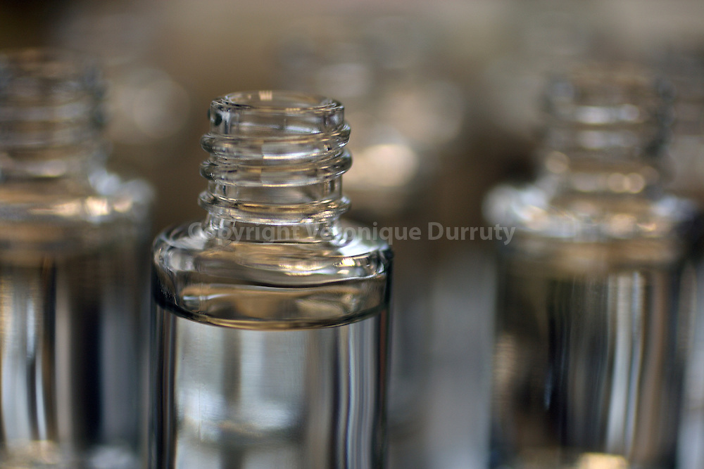 Close-up of bottles in the laboratory where alcohol is added at the formula.  Gros plans de flacons d'essais de formules dans le laboratoire de mise en alcool.