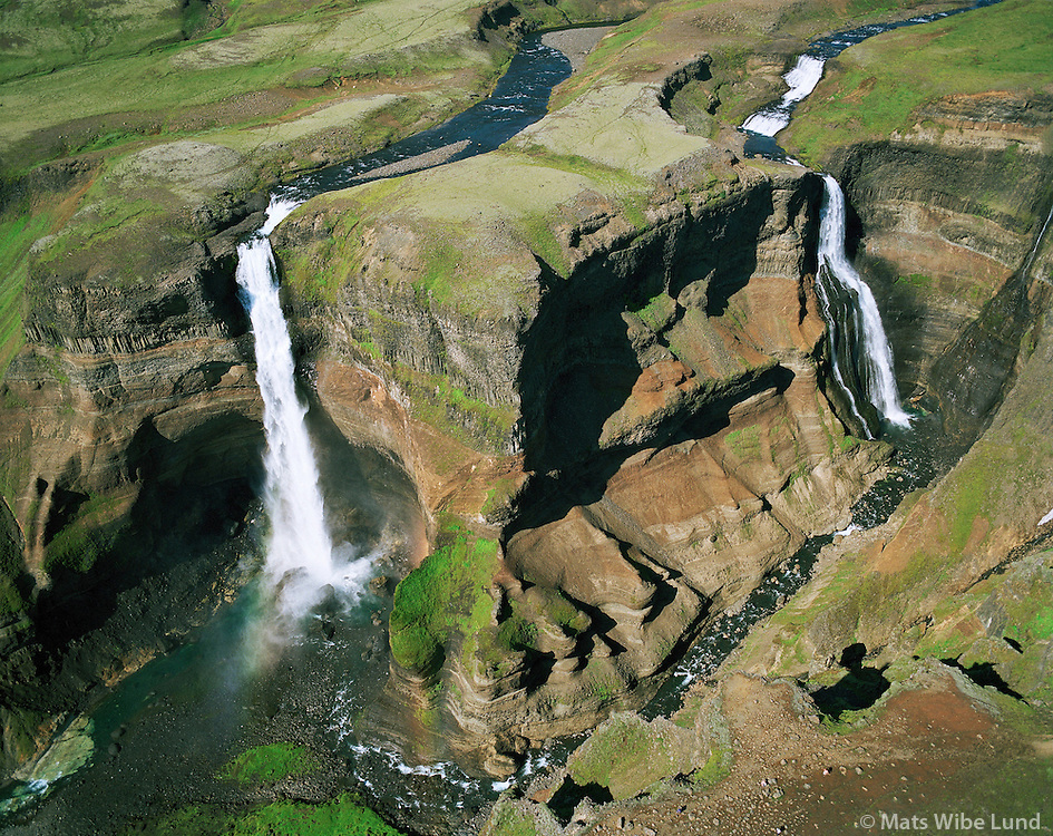Háifoss, Granni, Fossárdalur, Þjórsárdalur, Gnúpverjahreppur, loftmynd. .Haifoss (left) and Granni waterfalls in Fossardalur, Thjorsardalur. Aerial.