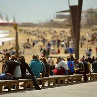 Imagenes de la playa en la ciudad española de Barcelona, en uno de los primeros dias soleados del año, que la gente aprovecha disfrutar del aire libre.