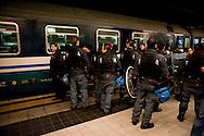 Roma 8 Dicembre 2011.I lavoratori della Wagon-Lits protestano contro i licenziamenti, occupano il binari della stazione Termini e bloccano la partenza di un treno notturo. La Polizia controlla i manifestanti