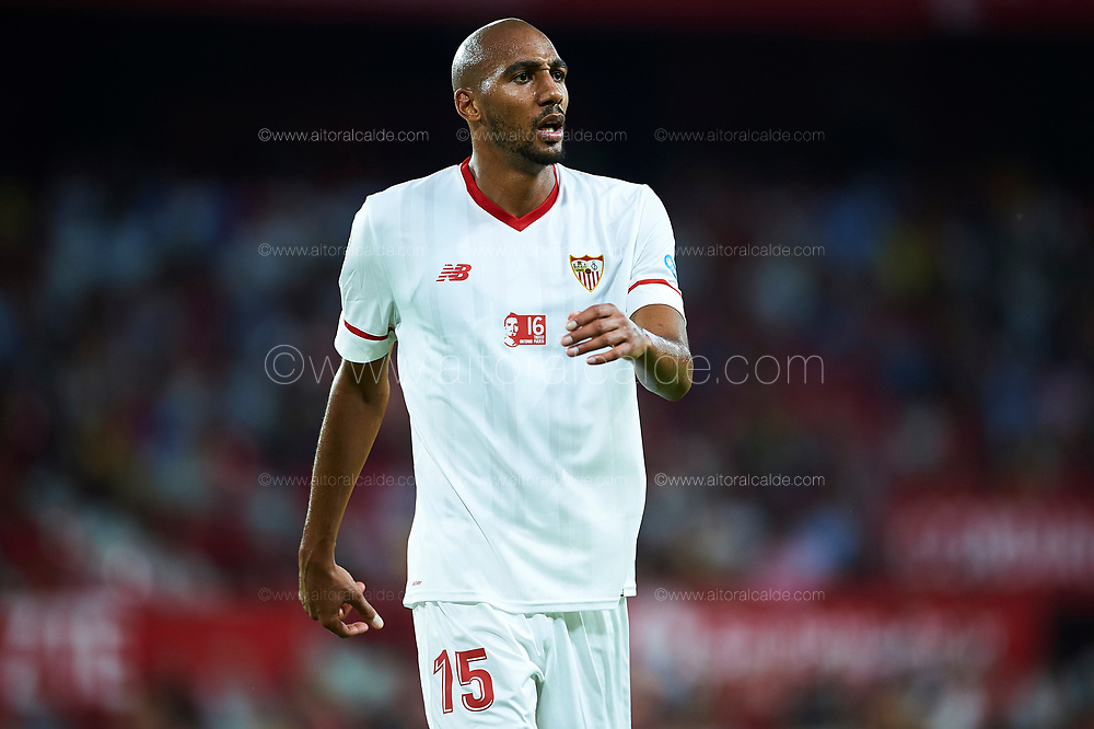 SEVILLE, SPAIN - AUGUST 10:  Steven N'Zonzi of Sevilla FC looks on during a Pre Season Friendly match between Sevilla FC and AS Roma at Estadio Ramon Sanchez Pizjuan on August 10, 2017 in Seville, Spain.  (Photo by Aitor Alcalde/Getty Images)