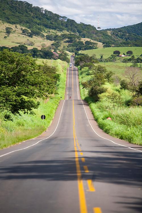 Passos_MG, Brasil...Rodovia MG 50 em Passos...The highway MG 50 in Passos. ..Foto: LEO DRUMOND / NITRO
