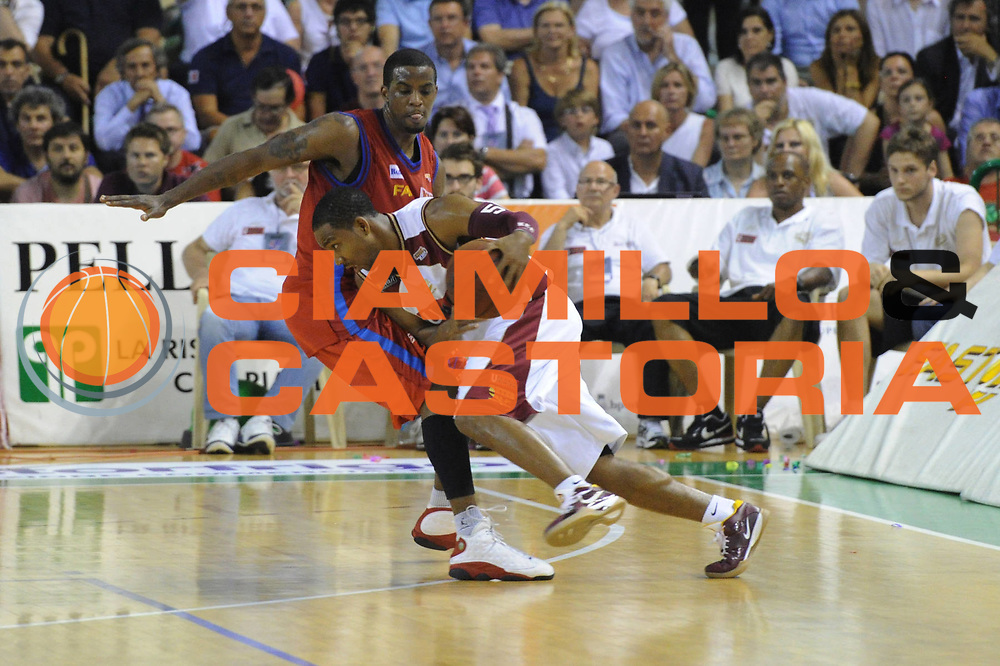 DESCRIZIONE : Casale Monferrato Lega Basket A2 2010-11 Playoff Finale Gara 5 Fastweb Casale Monferrato Umana Reyer Venezia<br /> GIOCATORE : Keydren Clark<br /> CATEGORIA : Palleggio<br /> SQUADRA : Fastweb Casale Monferrato Umana Reyer Venezia<br /> EVENTO : Campionato Lega A2 2010-2011<br /> GARA : Fastweb Casale Monferrato Umana Reyer Venezia<br /> DATA : 23/06/2011<br /> SPORT : Pallacanestro <br /> AUTORE : Agenzia Ciamillo-Castoria/GiulioCiamillo<br /> Galleria : Lega Basket A2 2010-2011 <br /> Fotonotizia : Casale Monferrato Lega Basket A2 2010-11 Playoff Finale Gara 5 Fastweb Casale Monferrato Umana Reyer Venezia<br /> Predefinita :