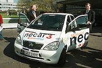 04.05.1998, Germany/Bonn:<br /> NECAR 3 (New Electric Car) von Daimler-Benz, das weltweit erste verkehrstüchtige Fahrzeug der Mittelklasse mit Brennstoffzellenantrieb, vorgestellt von Jürgen Rüttgers, CDU, und Klaus Dieter Vöhringer, Daimler-Benz AG Vorstand für Forschung und Technologie<br /> IMAGE: 19980504-01/01-07<br />  <br />  <br />  <br /> KEYWORDS: Auto, car, Juergen Ruettgers, Klaus Dieter Voehringer