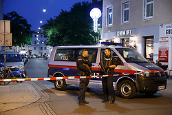 14.06.2017, Mariahilfer Straße - Mariahilfer Platz, Graz, AUT, Bombendrohung in Graz, im Bild ein Polizeieinsatz in Graz nachdem ein User in sozialen Medien eine Bombendrohung entdeckt und die Polizei verständigt hatte // Police forces are locking down the Mariahilf quarter in Graz, Austria after a bomb threat was discovered on internet on 2017/06/14, EXPA Pictures © 2017, PhotoCredit: EXPA/ Erwin Scheriau