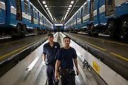 Atelier Youville <br /> David Tétrault 68315 et Simon Ducharme<br /> davetetrault@live.com<br /> simon.ducharme@hotmail.com<br /> <br /> <br />   deux mécaniciens dans la fosse servant à entretenir le dessous des wagons de métro