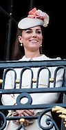 Le Prince William, Kate, la Duchesse de Cambridge, le Prince Harry et le Premier ministre belge Elio Di Rupo saluent le public depuis le balcon de l'Hôtel de ville de Mons, a` l'occasion du Centie`me anniversaire de la<br />  Premie`re Guerre mondiale.<br /> <br /> <br />  Belgique, Mons, . 4 Août 2014.<br /> <br />  Prince William, Kate, Duchess of Cambridge, Prince Harry and Belgian Prime Minister Elio Di Rupo pictured during a reception in Mons city hall, ahead of a commemoration at Saint-Symphorien cemetery, part of the 100th anniversary of the Commemoration of the 100th anniversary of the First World War.<br /> <br />  Belgium, Mons, August 4, 2014.
